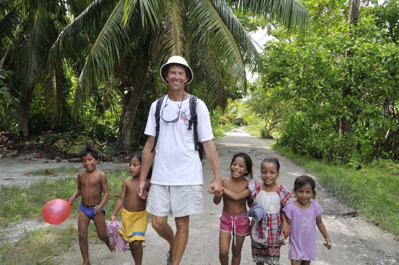 Eric m barn, Kiribati